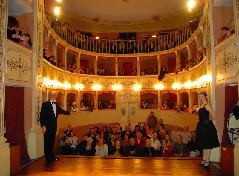 1465231382689984 1465016462439359 teatro caporali 2012