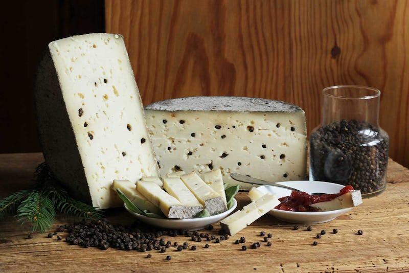 1472818260203996 formaggio nero per web
