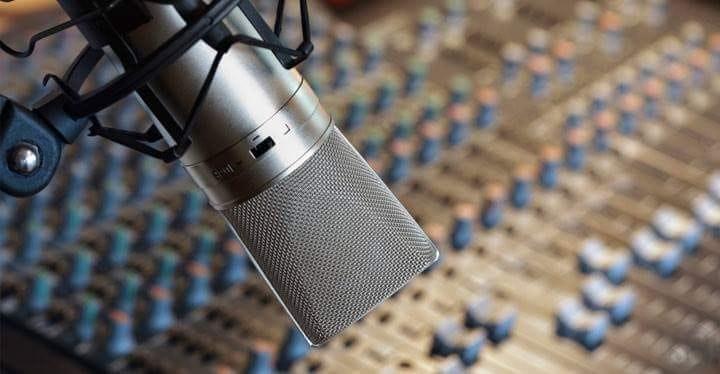 1490375632324899 logo radio web