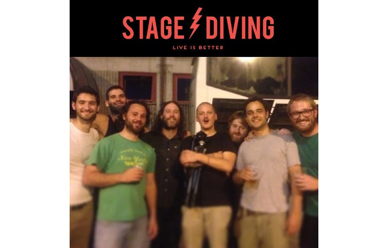 1495702122389321 stagediving2