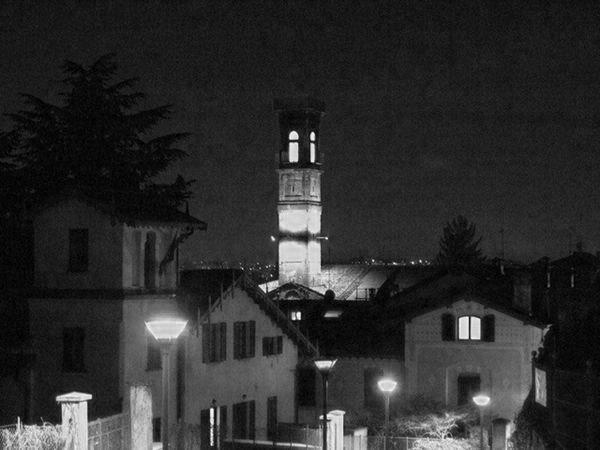 1509918773521639 torre illuminata 2011