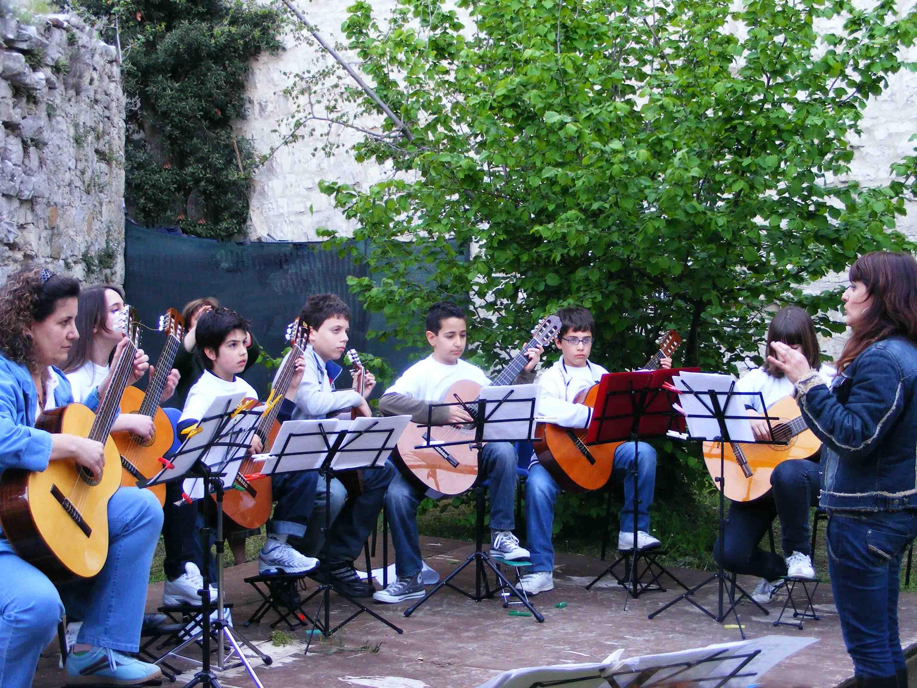 1524729976504612 304008walkabout scuola di music guitar ensemble 050
