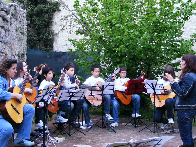 1526394350544161 304008walkabout scuola di music guitar ensemble 050