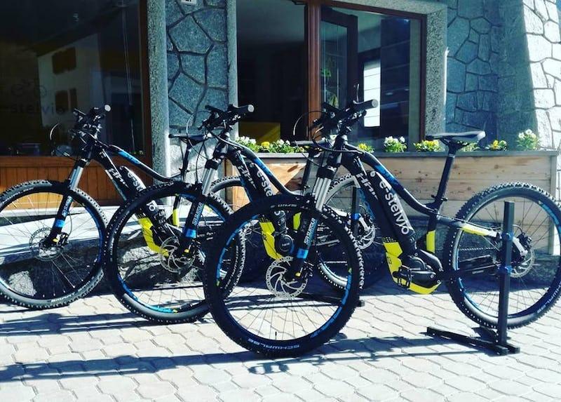 1537946910625005 bici 3