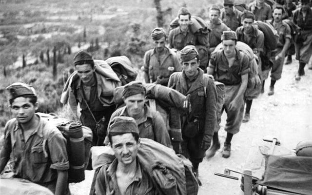 1545038938929582 640px bundesarchiv bild 101i 177 1459 32 korfu italienische soldaten