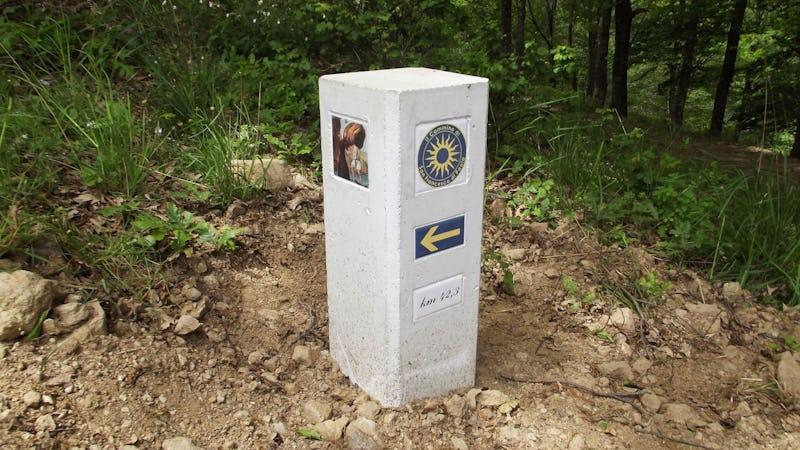 1569225354631957 pietra segnaletica