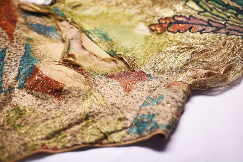 1571932729904161 dettaglio costume pre restauro