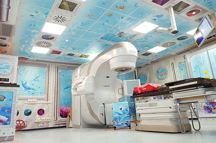 1572954004636384 1567426339106535 acquario sottomarino pediatria gemelli art irilli murales22